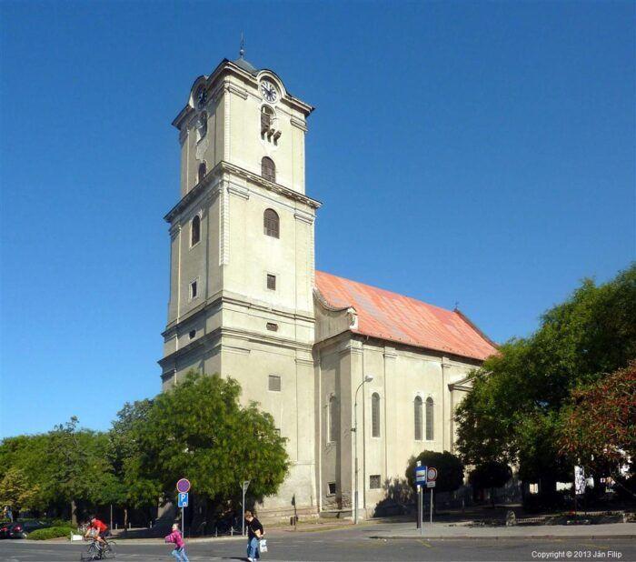 Dolny-kostol